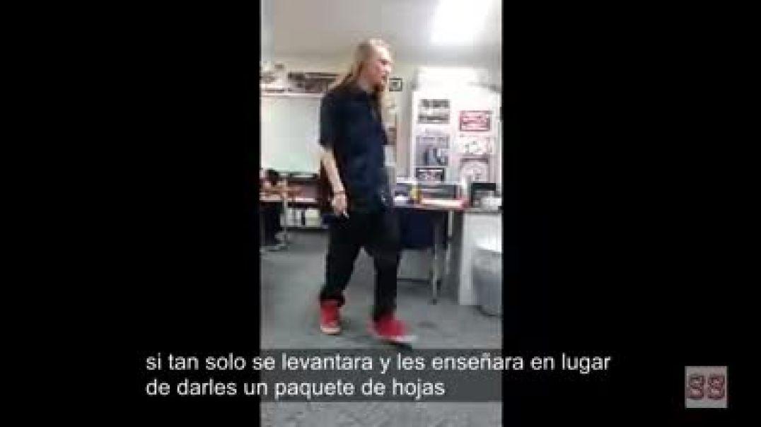Alumno con muchas luces le dice las cosas claras a su profesor sobre la enseñanza que está recibiend