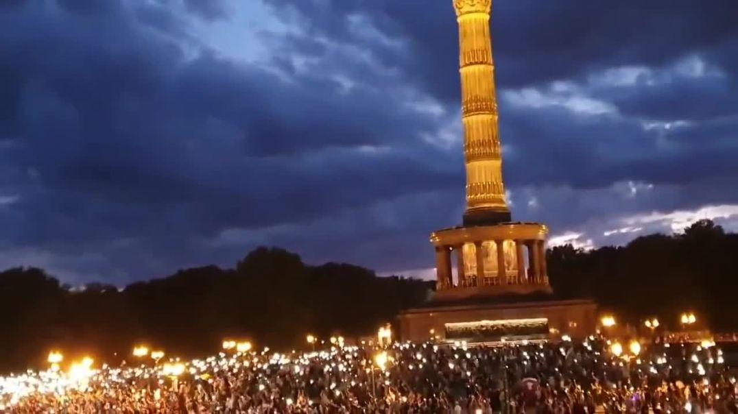 Macromanifestación en Berlín, 29-08-2020, noche.