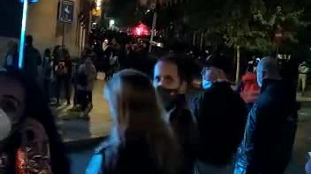 LA POLICIA PROTEGIENDO A LOS ANTIFA DE SOROS EN ESPAÑA!!!  COMPARTIR URGENTE PELIGRO EN MANIFESTARSE