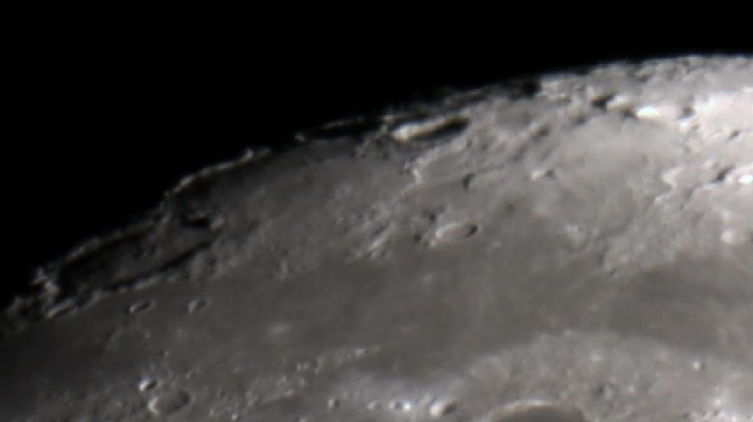 Onda o turbulencia transparente captada en la Luna