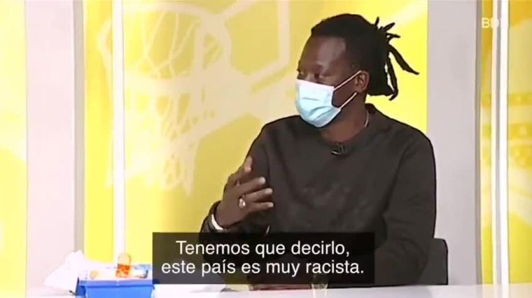 QUEREMOS PISOS Y PAPELES - LOS ESPAÑOLES SOIS MUY RACISTAS