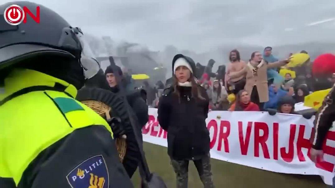 Veteranos Holandeses se enfrentan a la policía
