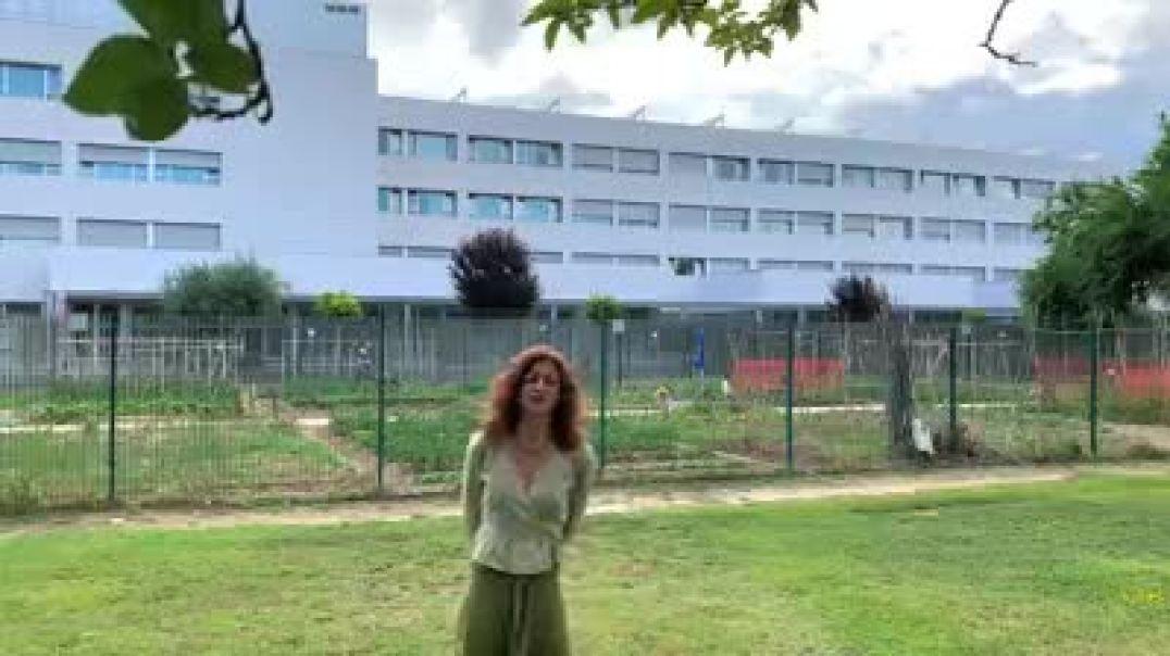 La artista Carmen París denuncia la situación de su madre en la residencia
