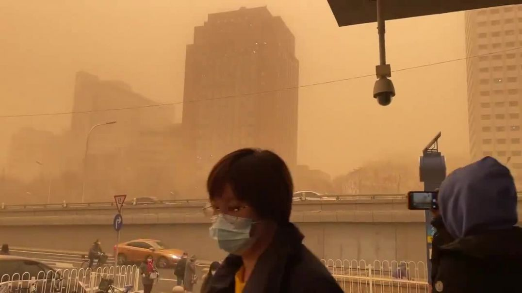 """⛔Sand storm hits #Beijing, air quality is considered """"hazardous"""". hmm…makes you think"""