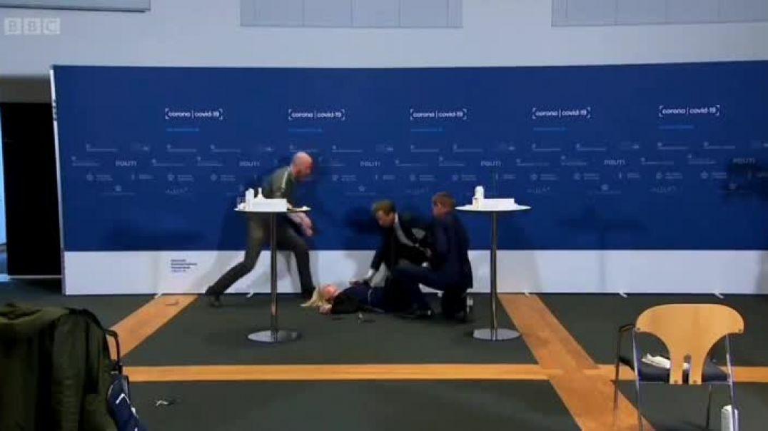 La directora de la Agencia Danesa del Medicamento desmayandose en directo