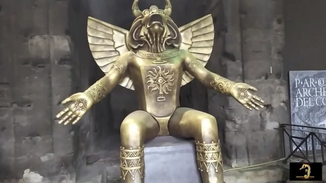 Estatua de MOLOCH EXPUESTA en el Antiguo Coliseo Romano