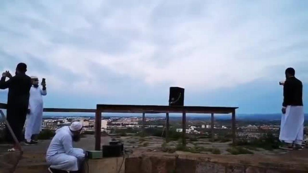 Musulmanes rompen el confinamiento y llaman a la oración.