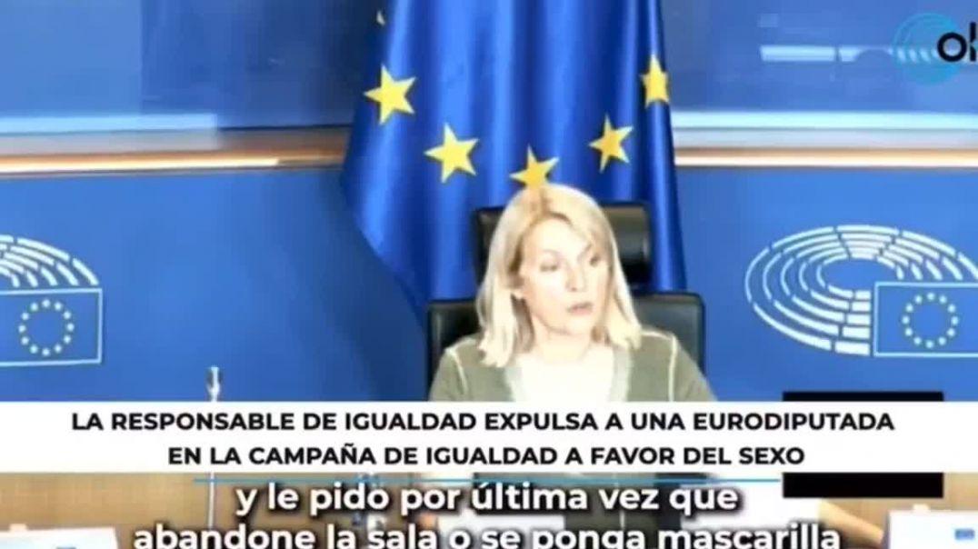 Sacan a eurodiputada por no portar la mascarilla.