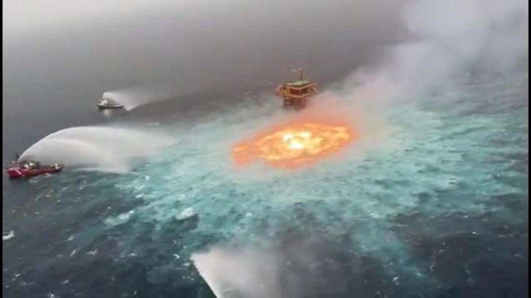 Golfo de México - Incendio en ducto de Pemex.