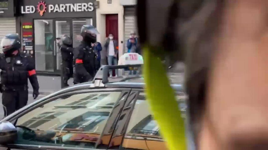Francia... La Policía actúa contra el pueblo. Hay que empezar a defenderse.