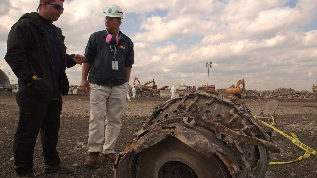 11.S. Vertedero Fresh Kills - Objetos rescatados, restos de los aviones.  En inglés.